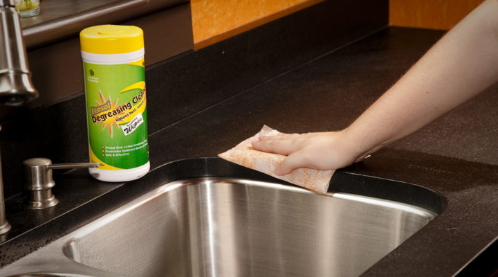 A Video Guide to Cleaning Kitchen Worktops – Homoq.com