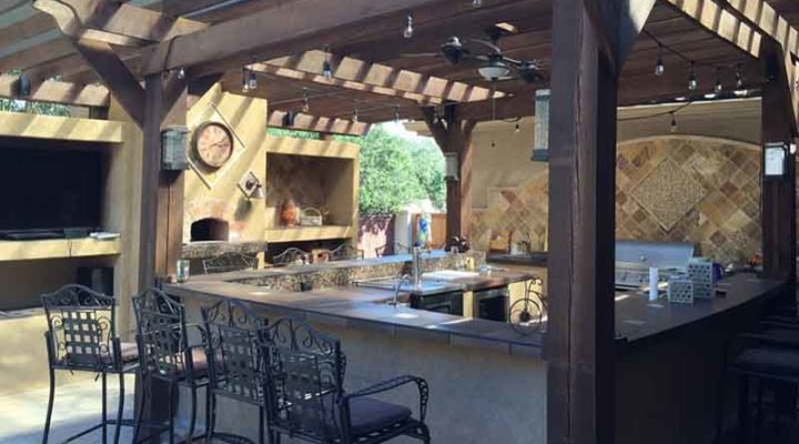 5 Essential Features for an Outdoor Kitchen