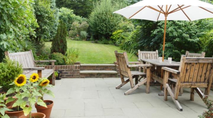 Ideas to Set Up an Outdoor Dining Arrangement for a Joyful Dinner in Cozy Summer