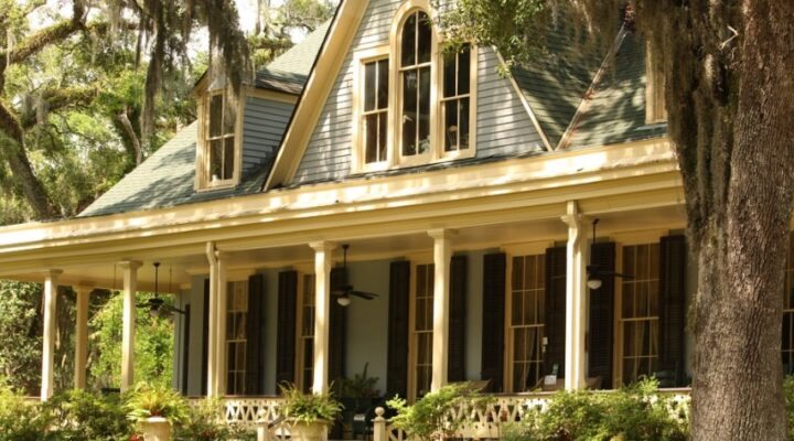 5 Best Types of Awnings for Your Porch