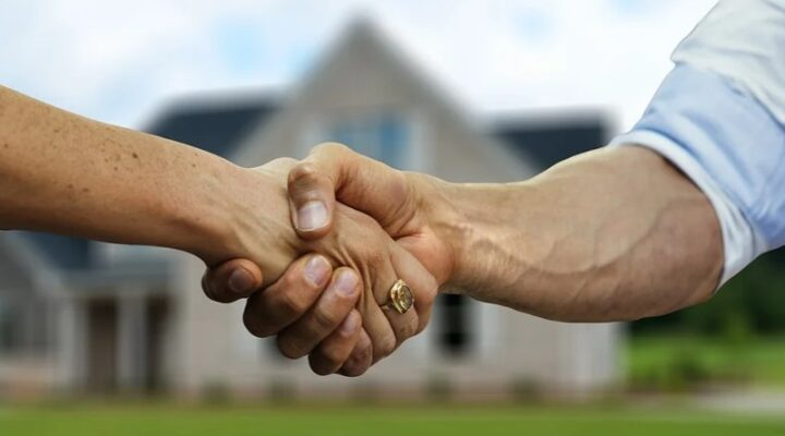 Why Is Hiring a Real Estate Agent for Home Selling Important?
