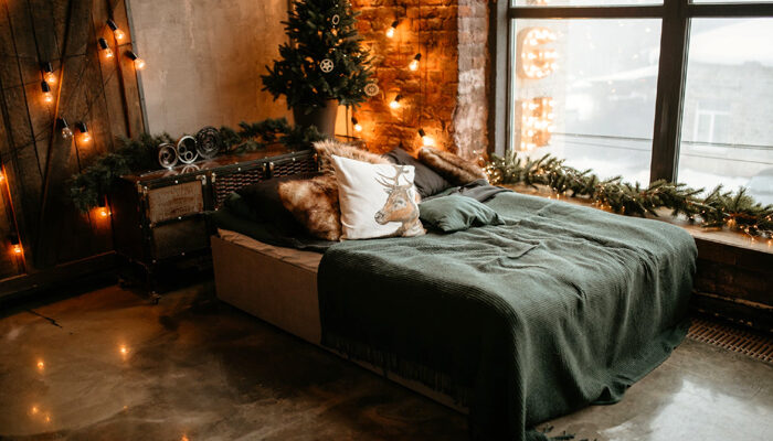 How to Add the Perfect Amount of Holiday Cheer in Your Bedroom