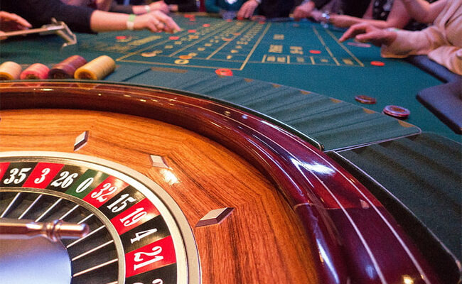 What factors you should consider When Buying a Poker Table?