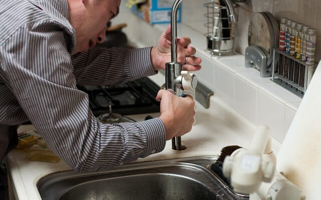 Top 6 Times When You Need to Call an Emergency Plumber