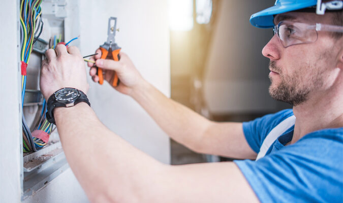 How to Find the Best Electrician for Hire: 5 Tips for Success