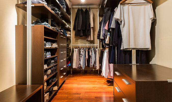 8 Expert Hacks on How to Declutter Your Closet for Good