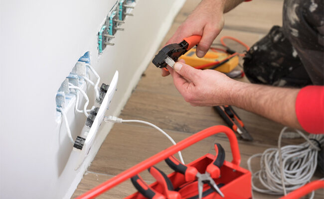 Top 6 Factors to Consider When Choosing Residential Electricians