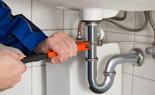 5 Signs That You Need to Call a Plumber (Right Now)