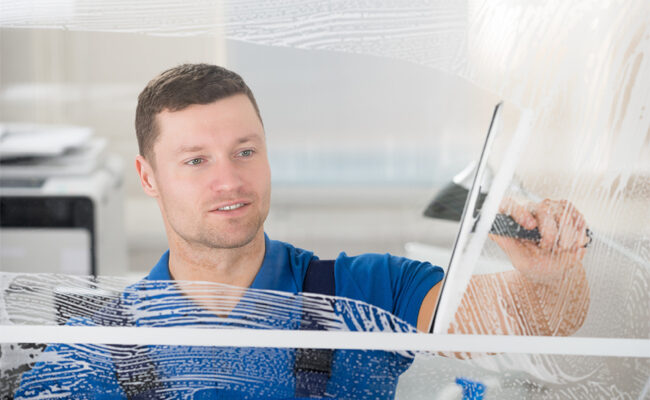 Top 4 Factors to Consider When Hiring Window Cleaning Services