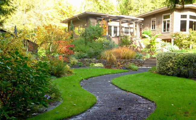 Top 5 Factors to Consider When Choosing Residential Landscapers