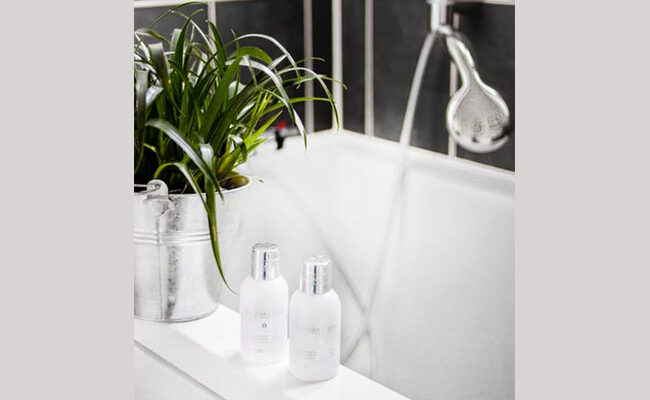 Cleaning a Bathtub: A Step by Step Guide
